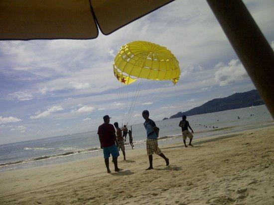 Bamboo Beach Hotel & Spa: PARASAILING IF U DARE !!