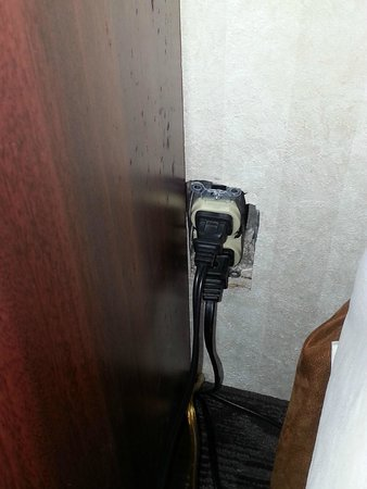 Embassy Suites by Hilton Arcadia Pasadena Area: Missing outlet cover