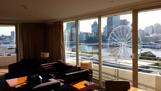 Rydges South Bank Brisbane: Daytime views from corner king suite
