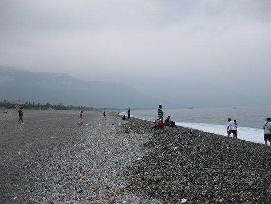 Chishingtan Scenic Area: 長い砂浜