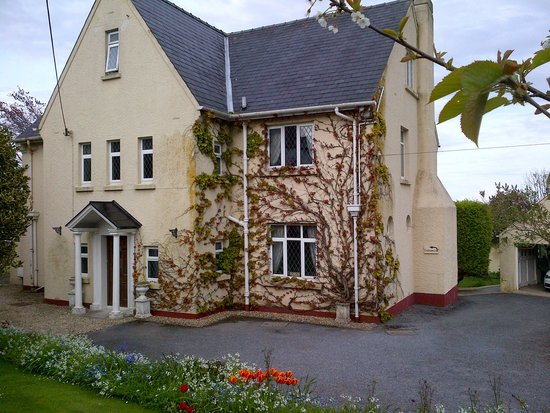 Wychwood House: A warm Welsh welcome awaits you!