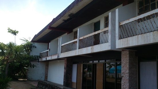 Sea Park Beach Resort: Old building at Station 2