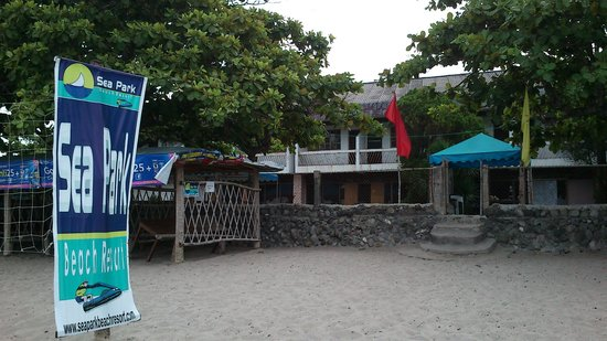 Sea Park Beach Resort: Beach front at the back of the old building in Station 2