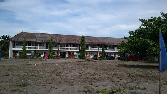 Sea Park Beach Resort: Upon entering, you can see this old building at Station 2