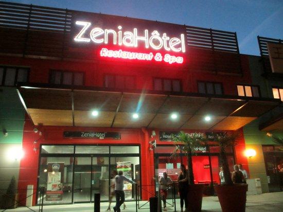 Zenia Hotel & Spa: L'hôtel de nuit