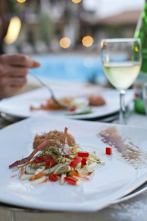 Hotel Palau: Lovely food by the pool, 1st course (this was an exception to the rule of eating in the restaura
