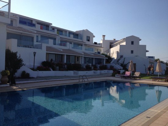 Bella Vista Village: Ettermiddagen ved bassenget!