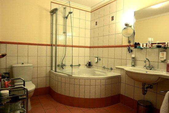 Boutique Hotel Seven Days : large bathroom