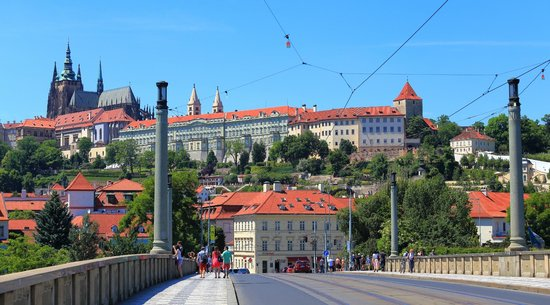 Boutique Hotel Seven Days: Tram 22 takes you to Charles Bridge, castle, lookout tower etc.
