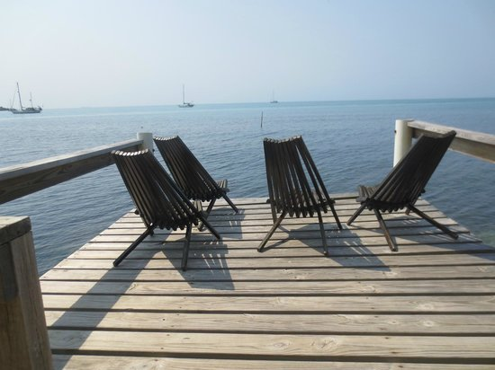 Harry's Cozy Cabanas: dock