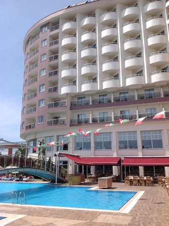 Saturn Palace Resort: Hôtel vue de de la piscine