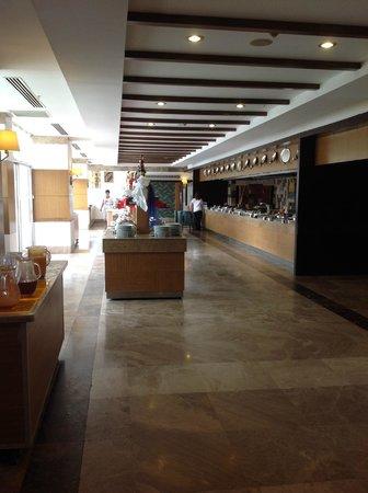 Saturn Palace Resort : Le buffet suite