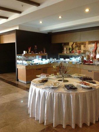 Saturn Palace Resort : Le buffet immense