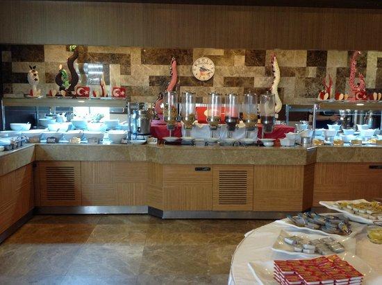 Saturn Palace Resort : Le buffet