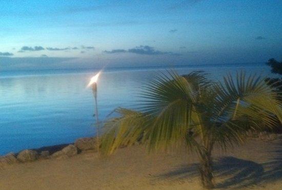 Lime Tree Bay Resort : tiki torches on calm nights