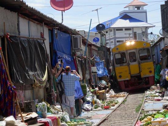 BKK Tours: Railway market south of Bangkok
