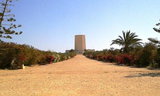 El Alamein War Cemetery: viale che porta al Sacrario