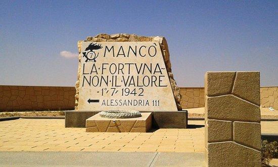 """El Alamein War Cemetery: cippo con la scritta """"mancò la fortuna non il valore"""""""