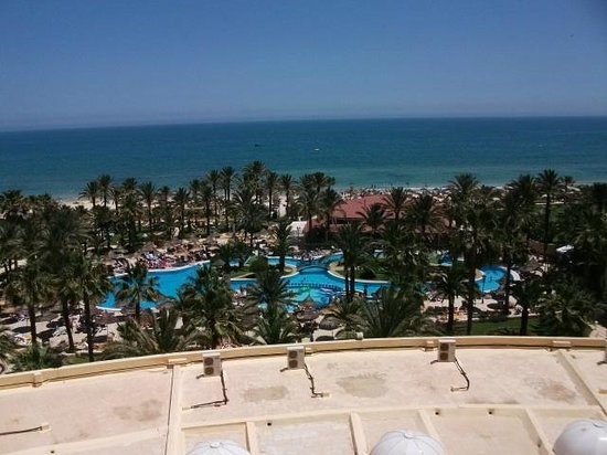 Riadh Palms Hotel: View from my balconyover the pool and to the sea