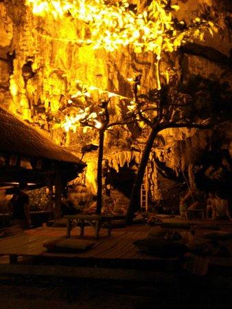 Tonsai Bay Resort : Coctel bar