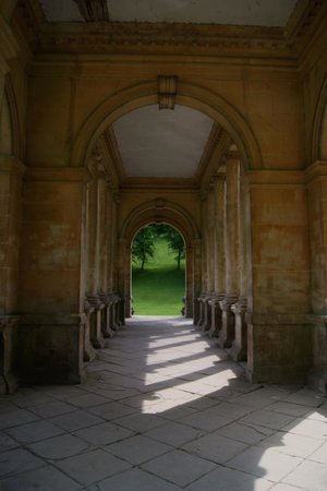 Prior Park Landscape Gardens (NT): A 'hallway' on a bridge