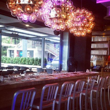 Wine Connection Deli & Bistro - Jungceylon, Patong Beach : decor 2