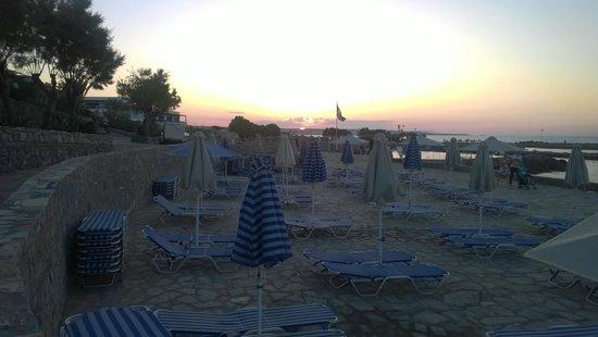 Nana Beach Hotel: закат