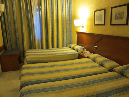 Hotel Alixares: トリプル・ルームでゆったり