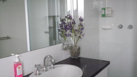 Anarina Lodge: Shared Bathroom