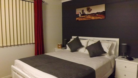 Anarina Lodge: Double Bedroom with Shared Bathroom