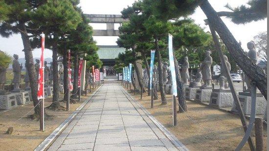 Ako Oishi Shrine: 48氏の石像