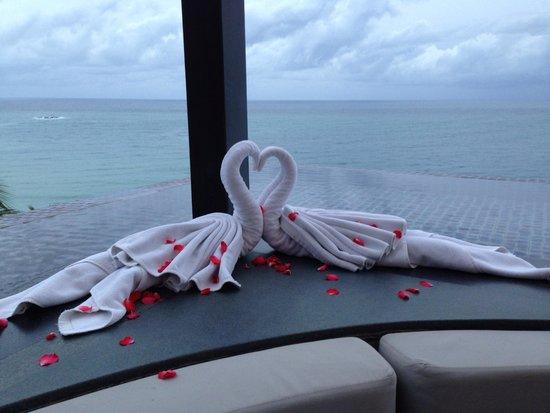 Plum Prime Steakhouse : Romantic decorative touches