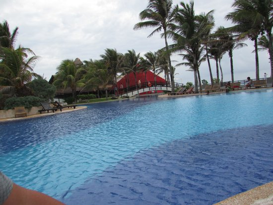 Grand Oasis Cancun : The pool area
