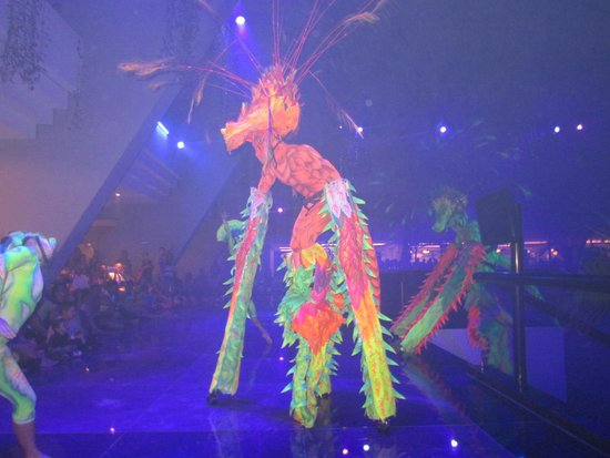 Grand Oasis Cancun: The dragon show
