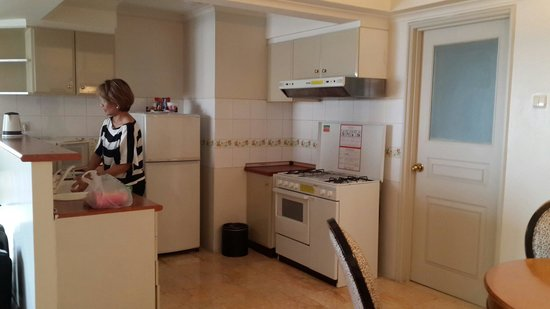 Aryaduta Semanggi: spacious kitchen