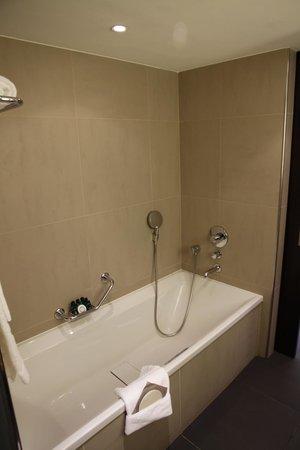 Sofitel Brussels Le Louise : La grande baignoire...