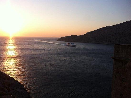 Camping Makis: Sifnos port