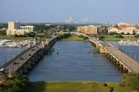 Holiday Inn Charleston Riverview: Ashley River Bridge