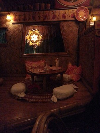 Kalui Restaurant: One of the dining tables