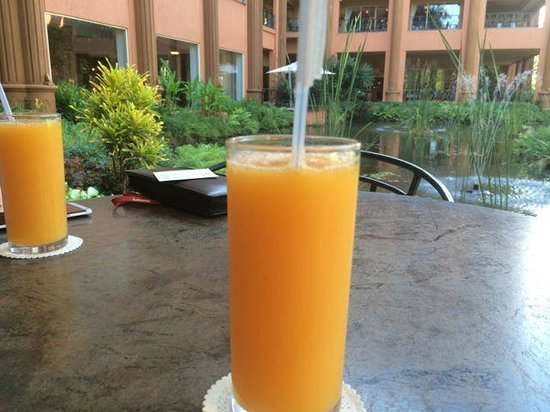 Kampala Serena Hotel: Complementary OJ while we wait for our room to be ready
