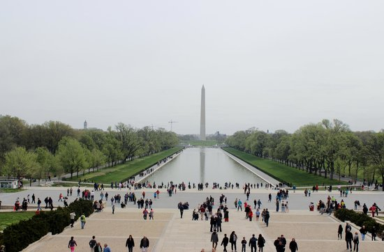 Explanada Nacional: National Mall view, looking east from Lincoln Memorial, April 2014