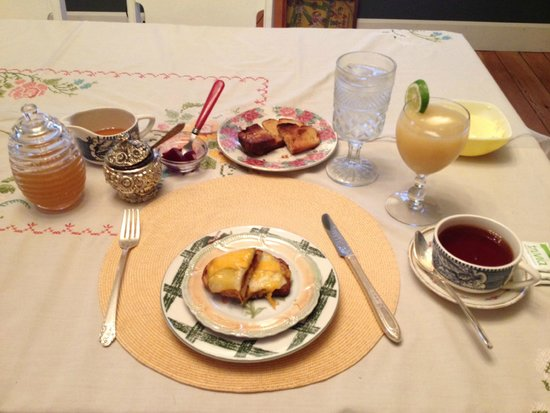 Amanda's Bequest - A Heritage Immersion Bed & Breakfast: Day 1 Breakfast - 1st course!