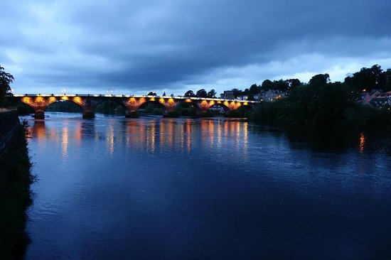 Pitcullen Guest House: the old bridge - 10 minutes walk from the guesthouse, on the way into city centre for dinner