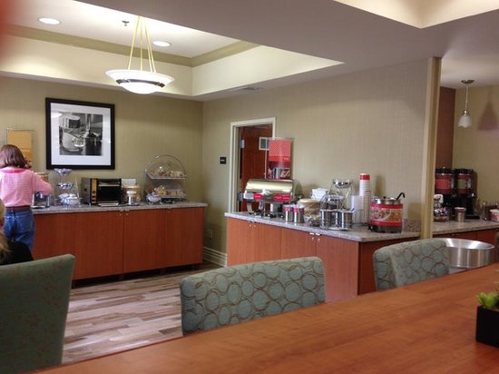 Hampton Inn San Francisco-Airport: Breadkfast area