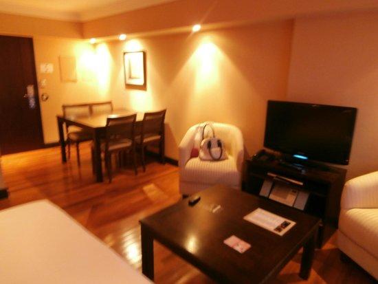 Premium Tower Suites Mendoza: Sala do apartamento