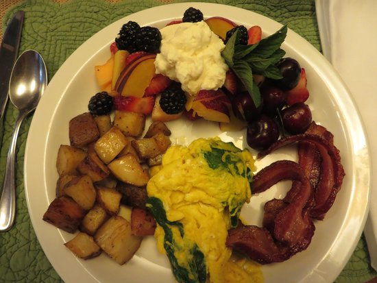 Farmhouse Inn at Robinson Farm: Typical breakfast