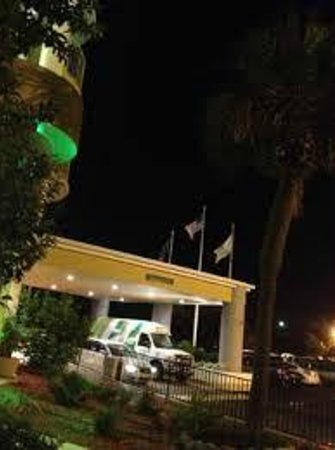 Holiday Inn Charleston Riverview: Complimentary Hotel Shuttle to downtown