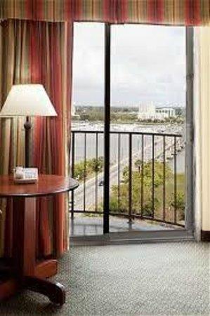Holiday Inn Charleston Riverview : Large Balcony window