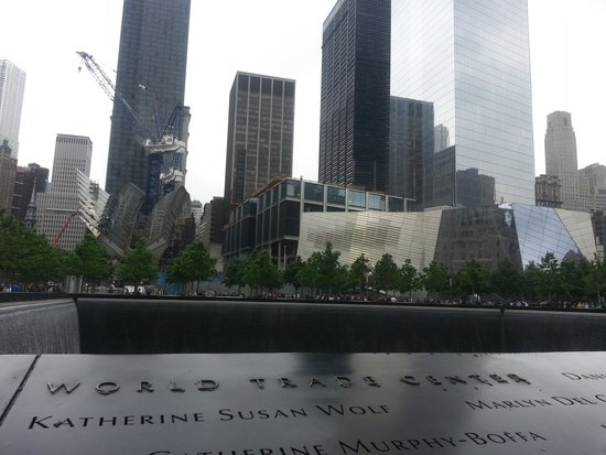 National September 11 Memorial und Museum: The view across