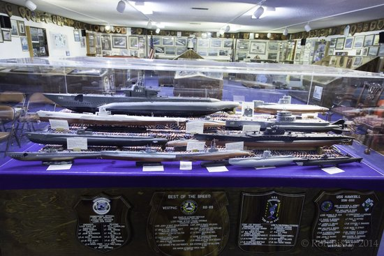 St. Marys Submarine Museum: models representing the history of submarines